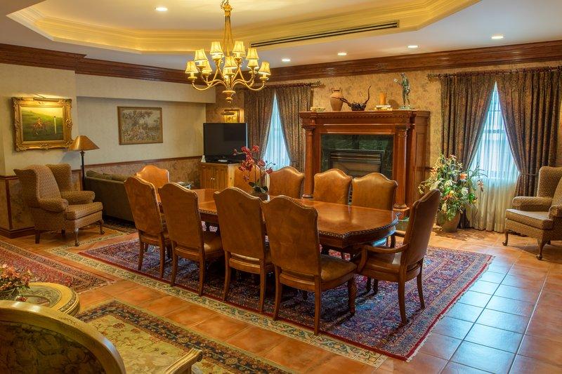 Best Western Fireside Inn-The Renaissance Suite Table<br/>Image from Leonardo