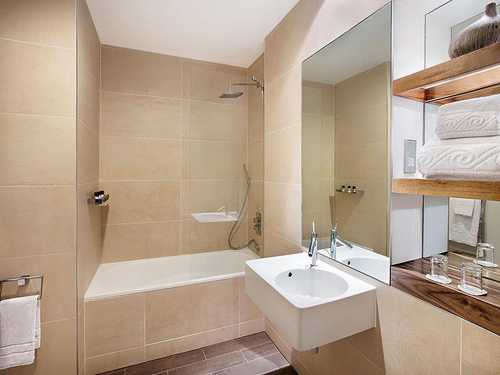 Jurys Inn Cardiff-Jurys Inn Cardiff Standard Bathroom With Bath Sm<br/>Image from Leonardo