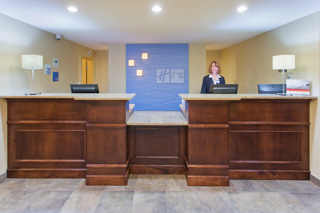 Holiday Inn Express & Suites Courtenay Comox Valley SW-Front Desk<br/>Image from Leonardo