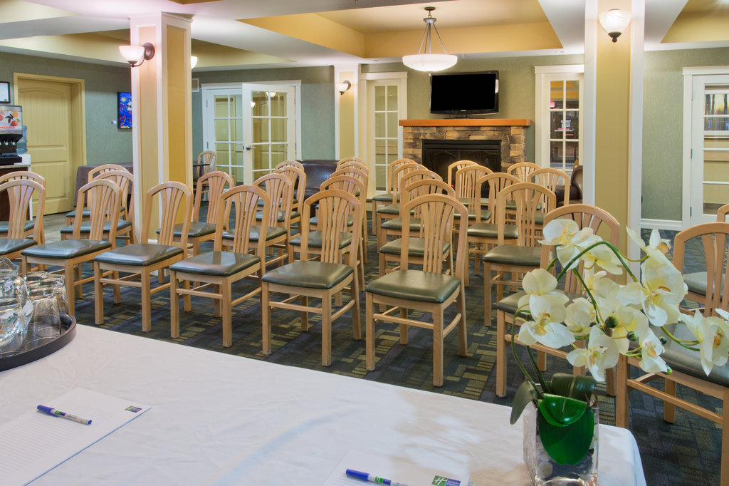 Holiday Inn Express & Suites Courtenay Comox Valley SW-Great Room set up Theatre Style<br/>Image from Leonardo