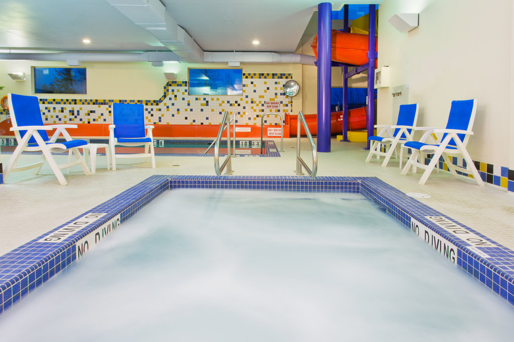 Holiday Inn Express & Suites Courtenay Comox Valley SW-Whirlpool<br/>Image from Leonardo