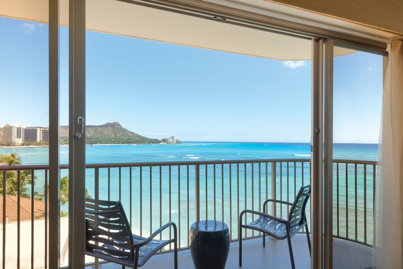 Outrigger Reef Waikiki Beach Resort - Outrigger Reef Waikiki Beach Bed Oceanfront Suite <br/>Image from Leonardo