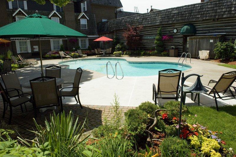 Best Western Fireside Inn-Outdoor Seasonal Pool<br/>Image from Leonardo