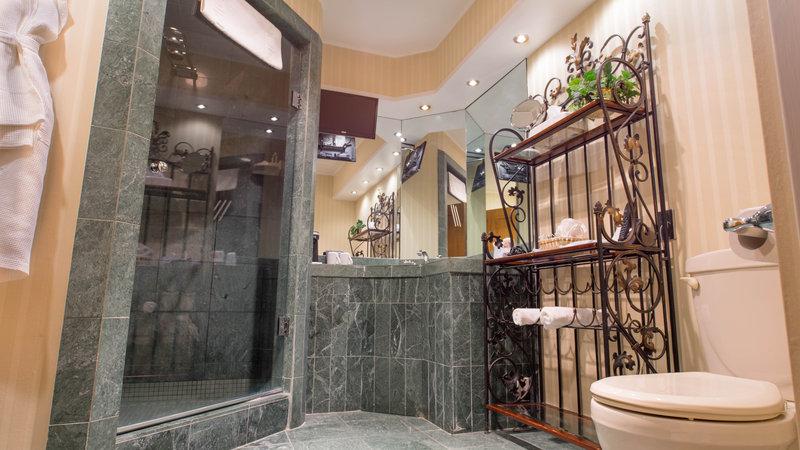 Best Western Fireside Inn-Fantasy Suite Bathroom<br/>Image from Leonardo