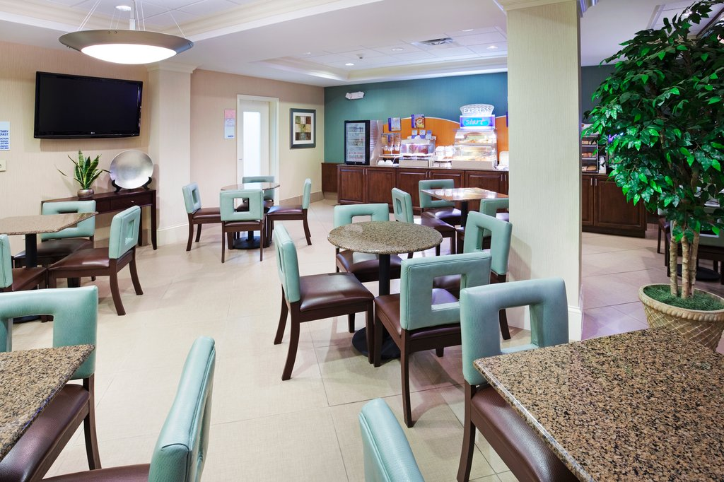 Holiday Inn & Suites Smyrna - Nashville Area-Watch the news or read the USA Today in our guest dining lounge<br/>Image from Leonardo