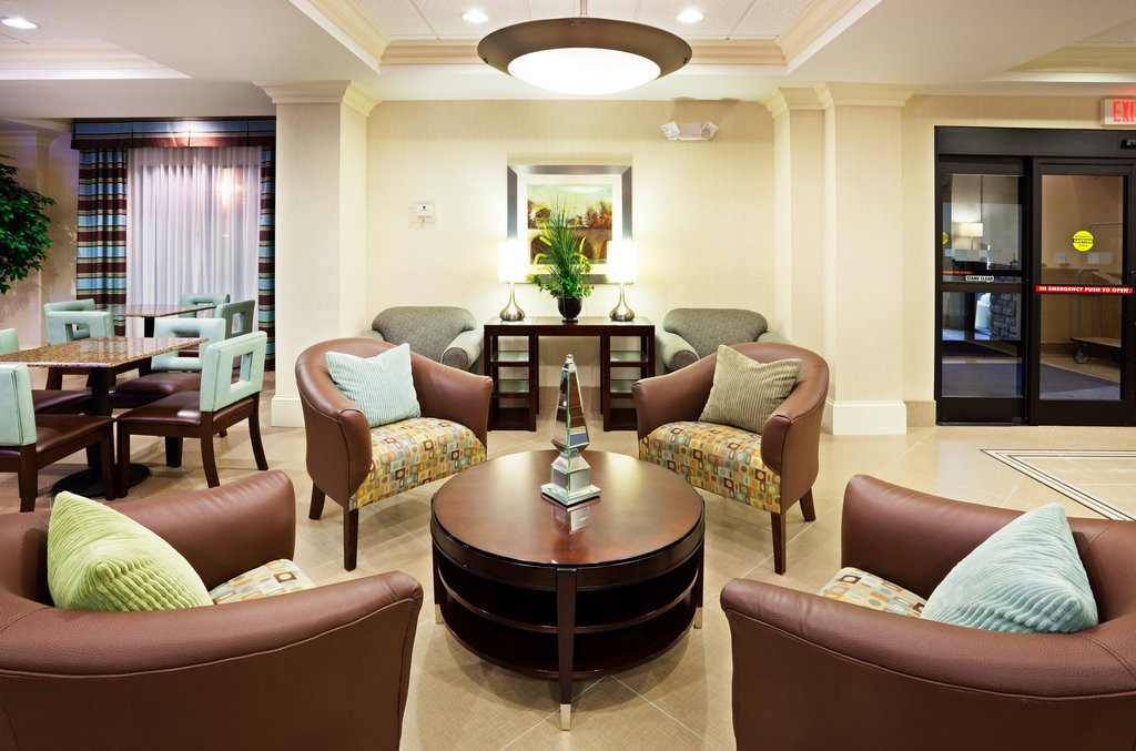 Holiday Inn & Suites Smyrna - Nashville Area-Large and inviting lobby perfect for socializing<br/>Image from Leonardo