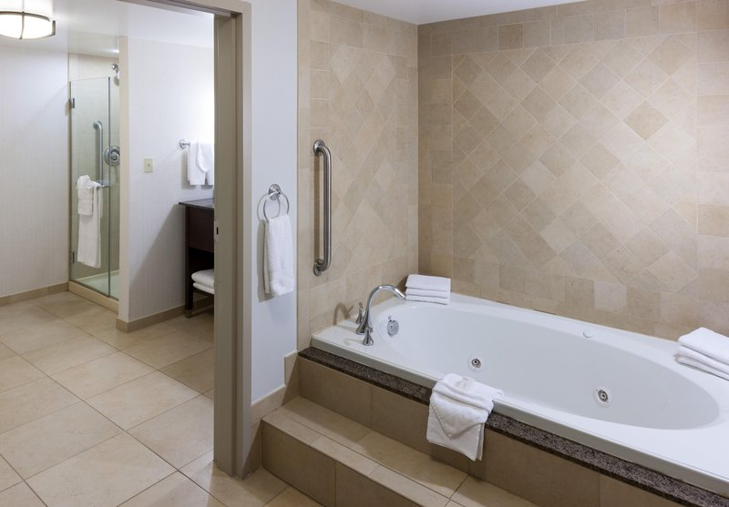 Embassy Suites by Hilton Anchorage-Jetted bathtub<br/>Image from Leonardo