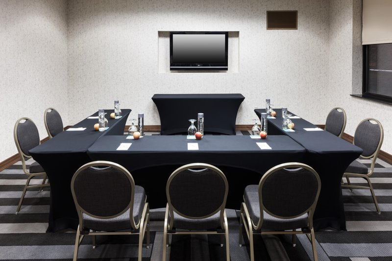 Embassy Suites by Hilton Anchorage-Achieve meeting room<br/>Image from Leonardo