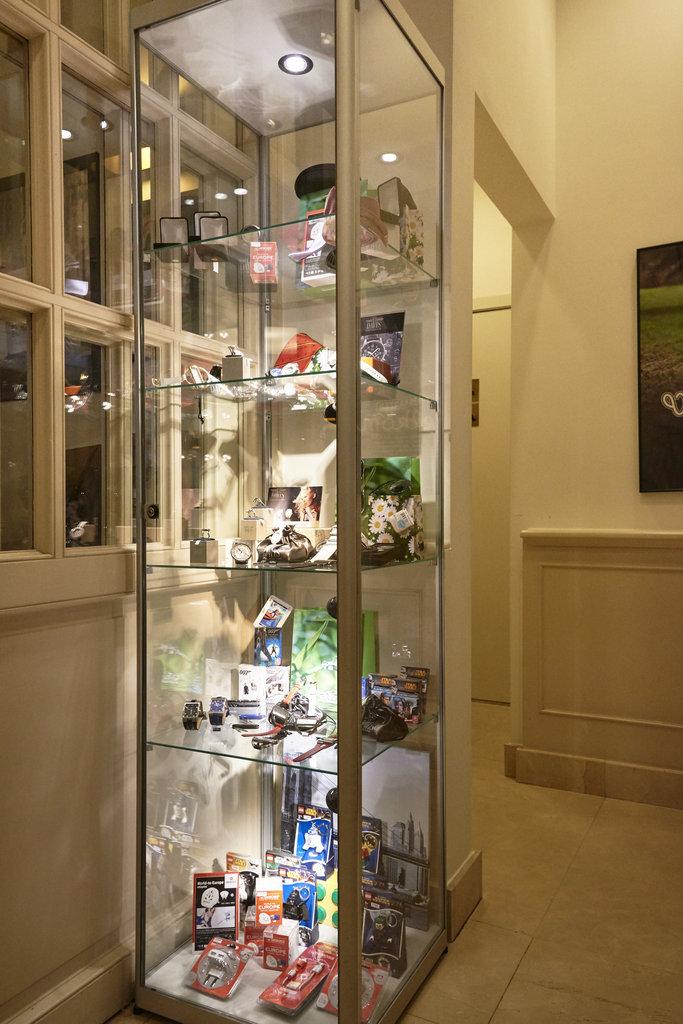 Holiday Inn Brussels - Schuman-On-property giftshop<br/>Image from Leonardo