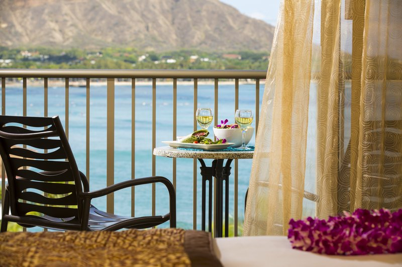 Outrigger Reef Waikiki Beach Resort - Outrigger Reef Waikiki Diamond Head Oceanview <br/>Image from Leonardo