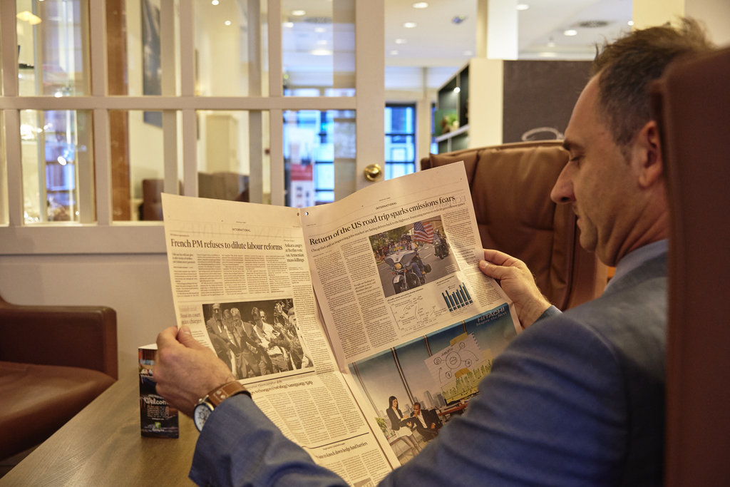 Holiday Inn Brussels - Schuman-Lobby lounge - perfect to read your newspaper<br/>Image from Leonardo