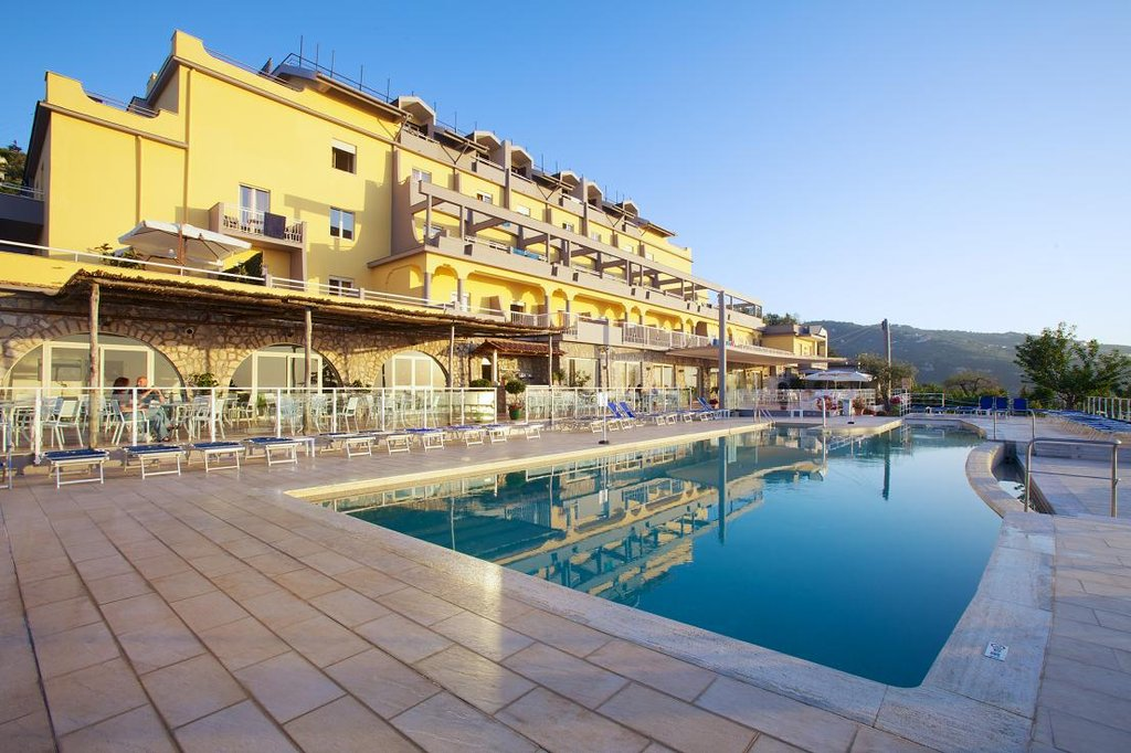 Art Hotel Gran Paradiso - Swimming Pool With Facade <br/>Image from Leonardo