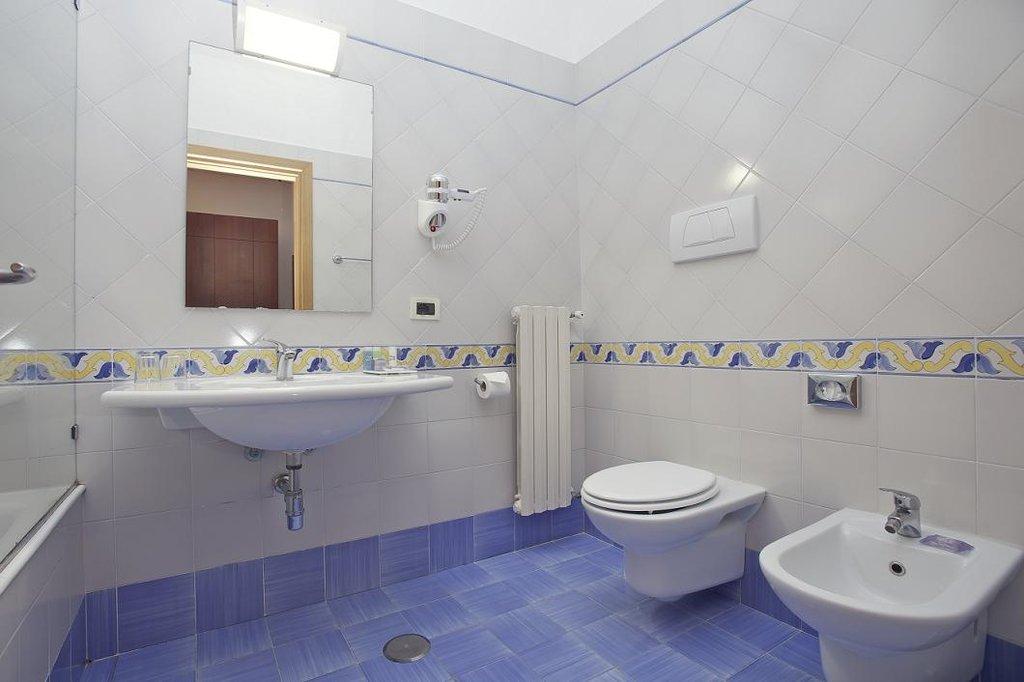 Art Hotel Gran Paradiso - Bathrooms Standard <br/>Image from Leonardo