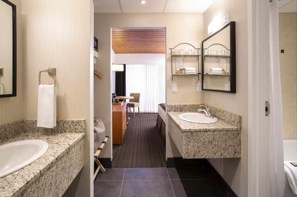 Banff Aspen Lodge-Premium Room Bathroom<br/>Image from Leonardo