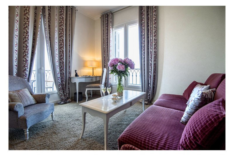 La Perouse Hotel-Junior Suite Salon<br/>Image from Leonardo