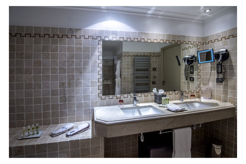 La Perouse Hotel-Bathroom Junior Suite<br/>Image from Leonardo