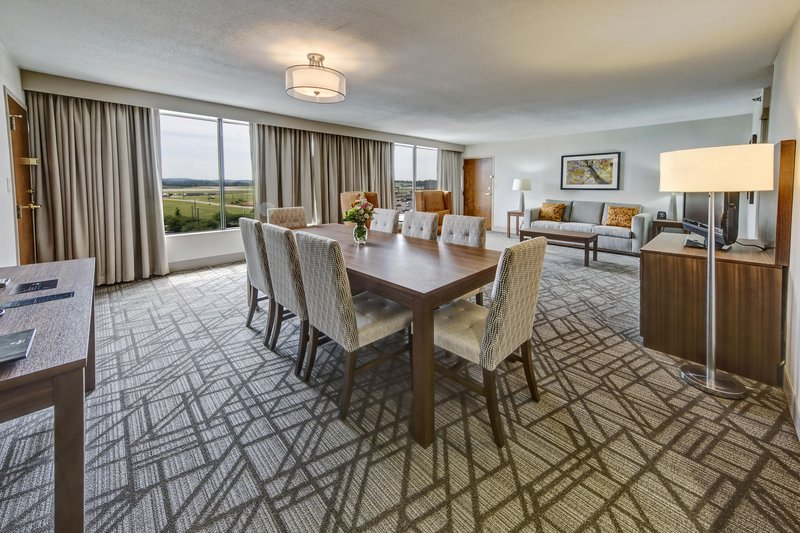 Hilton Knoxville Airport, TN-Parlor Suite<br/>Image from Leonardo