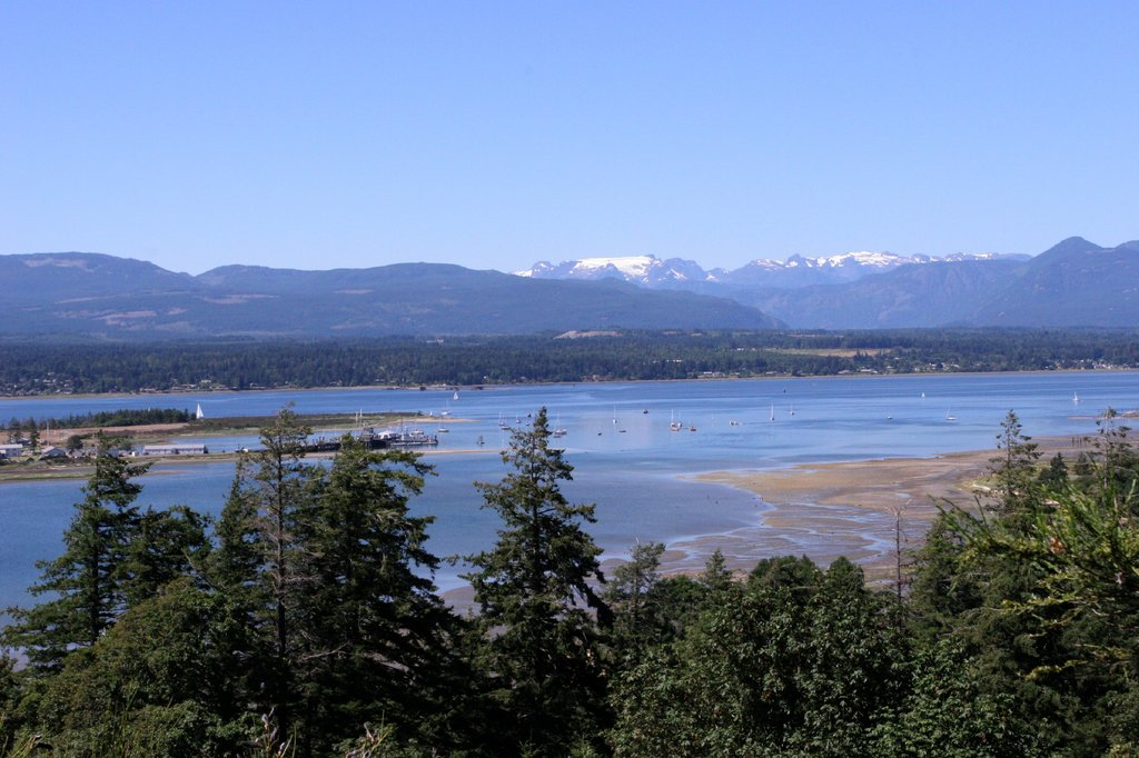 Holiday Inn Express & Suites Courtenay Comox Valley SW-Comox Harbour with Glacier<br/>Image from Leonardo