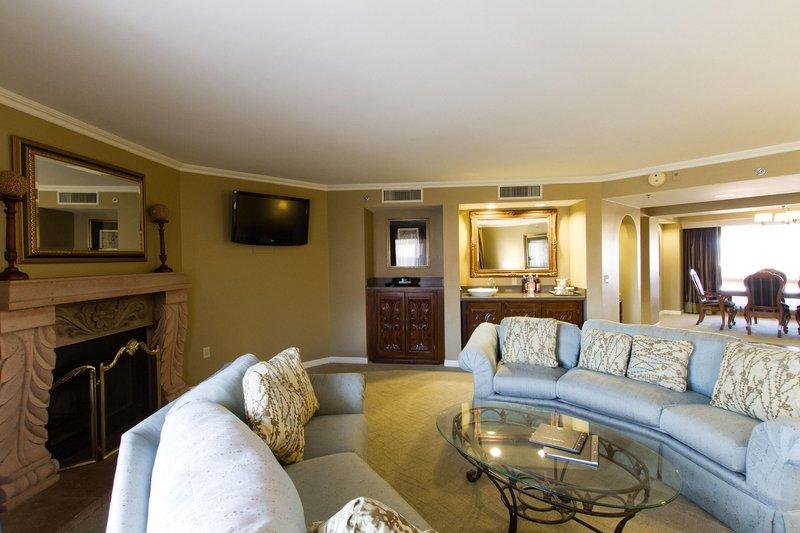 Pointe Hilton Tapatio Cliffs - 2 King Bedroom Suite <br/>Image from Leonardo