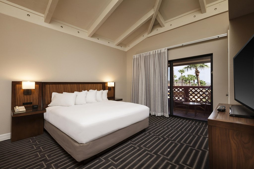 Pointe Hilton Tapatio Cliffs - Standard King Suite <br/>Image from Leonardo