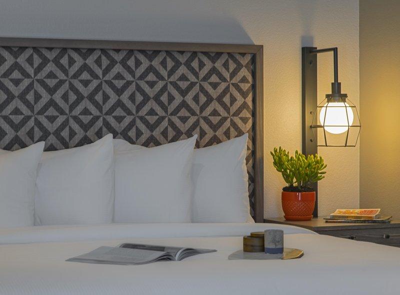 DoubleTree by Hilton Austin-Guestroom Details<br/>Image from Leonardo