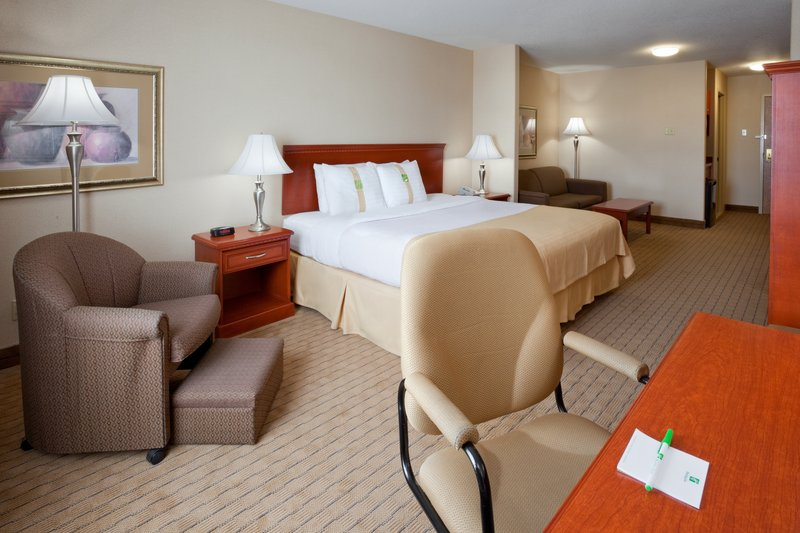 Holiday Inn Hotel & Suites Regina-King Leisure Room with Sofabed and Wet Bar<br/>Image from Leonardo