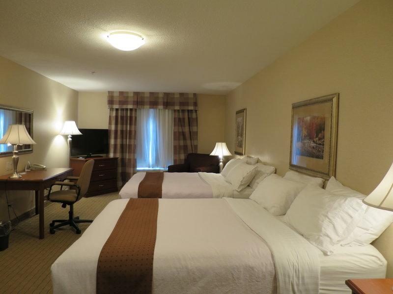 Holiday Inn Hotel & Suites Regina-Family Suite Main Room<br/>Image from Leonardo