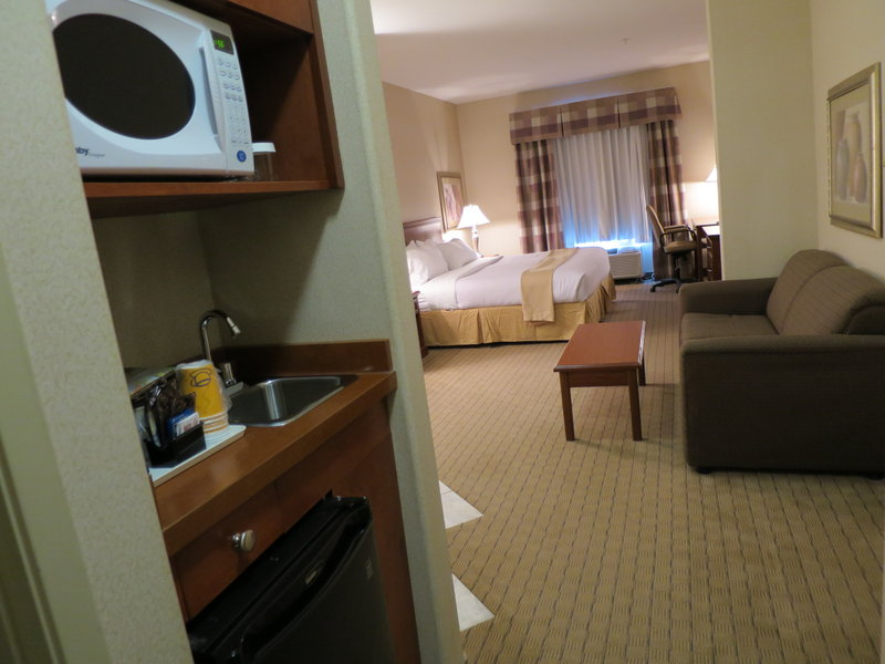 Holiday Inn Hotel & Suites Regina-1 King bed Guestroom with Jacuzzi and Wetbar<br/>Image from Leonardo