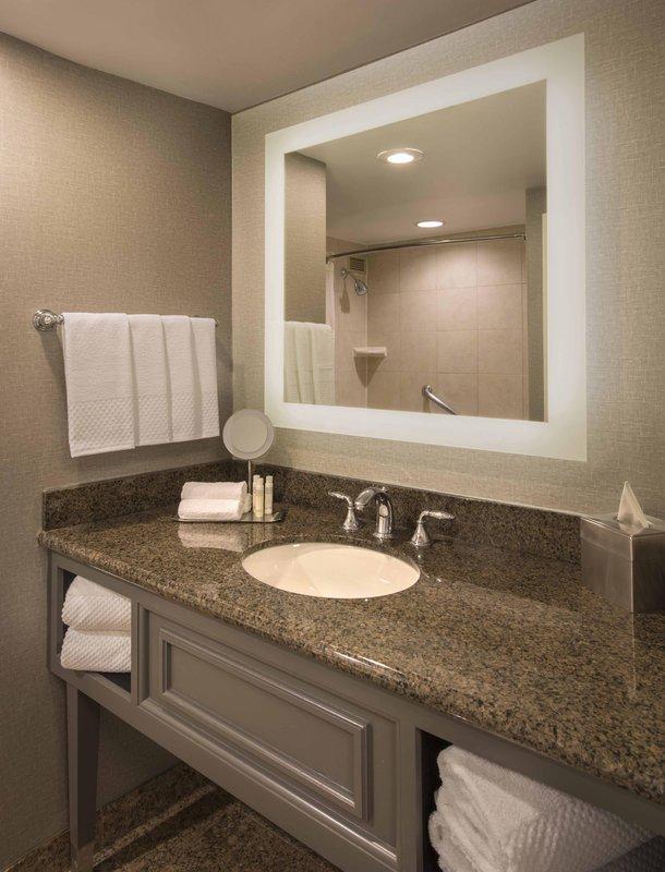 DoubleTree by Hilton Austin-Standard Room Bath<br/>Image from Leonardo