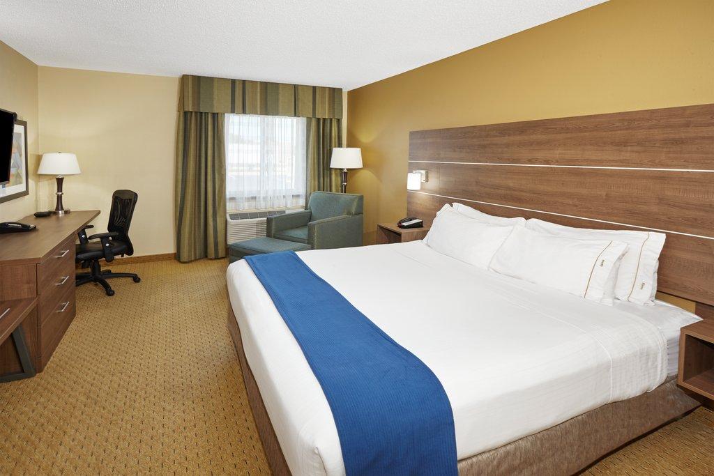 Holiday Inn Express Sheboygan-Kohler (I-43)-Guest Room<br/>Image from Leonardo