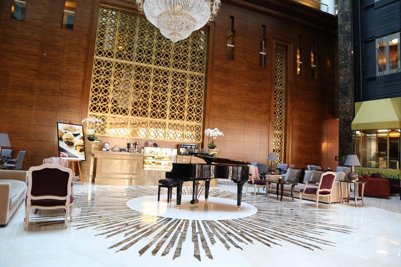 Millennium Doha - Atrium Lounge <br/>Image from Leonardo