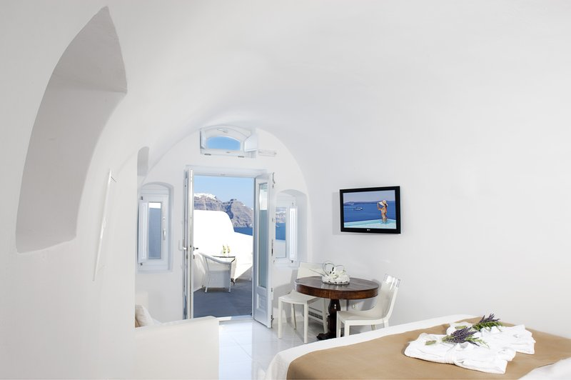 Canaves Oia Hotel-Classic Suite<br/>Image from Leonardo