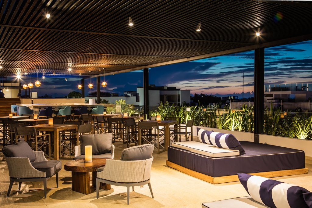 Fiesta Inn Playa Del Carmen - Bar <br/>Image from Leonardo