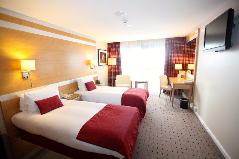 DoubleTree by Hilton Milton Keynes-Twin Room<br/>Image from Leonardo