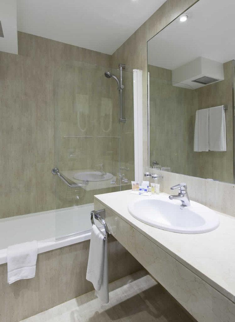 Espahotel Plaza de Espana-500386 Guest Room<br/>Image from Leonardo