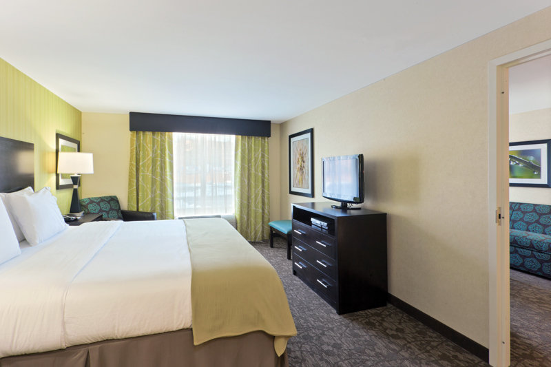 Holiday Inn Express Neptune-Two Room Suite<br/>Image from Leonardo