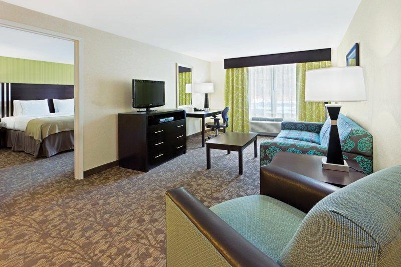 Holiday Inn Express Neptune-Suite Living Room<br/>Image from Leonardo