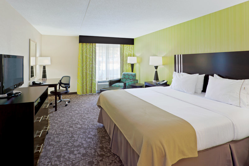 Holiday Inn Express Neptune-King Bed Guest Room<br/>Image from Leonardo