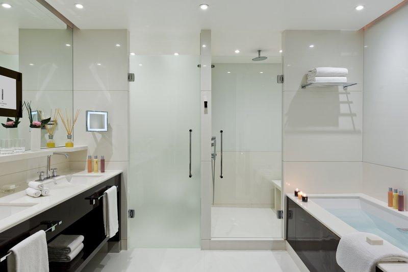 Hotel Majestic Barriere-Bathroom Suite Prestige Terrasse Mer<br/>Image from Leonardo