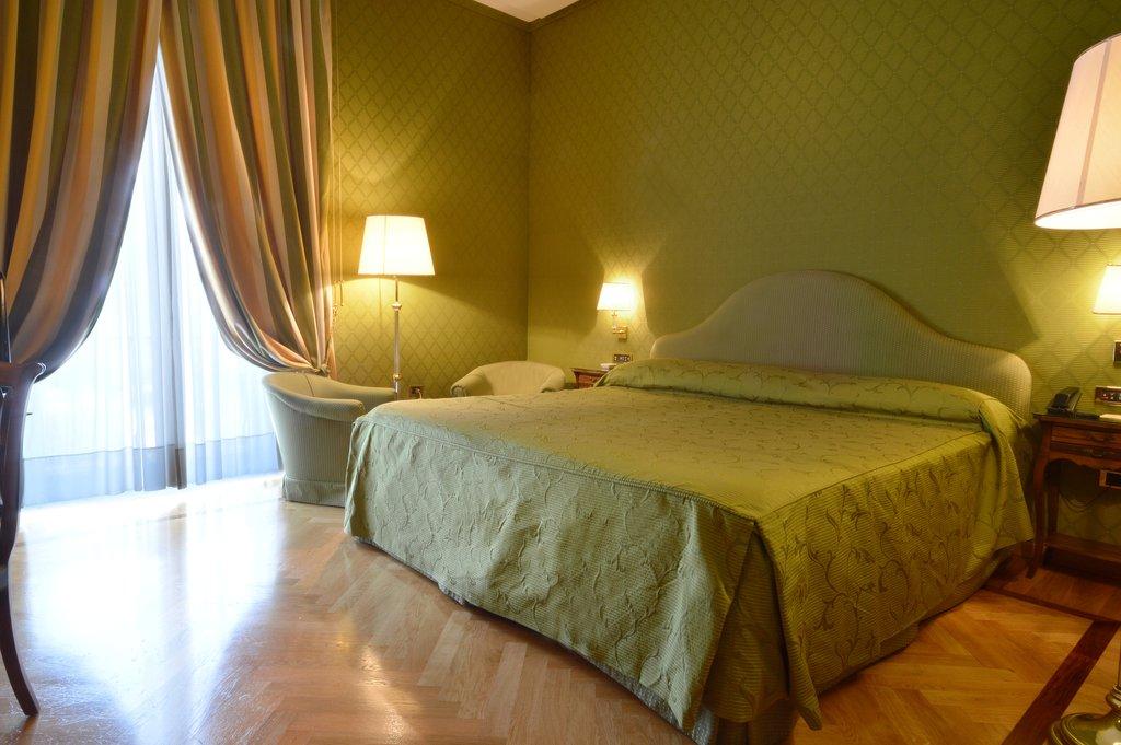 Grand Hotel Vesuvio-Deluxe Bedroom Suite <br/>Image from Leonardo