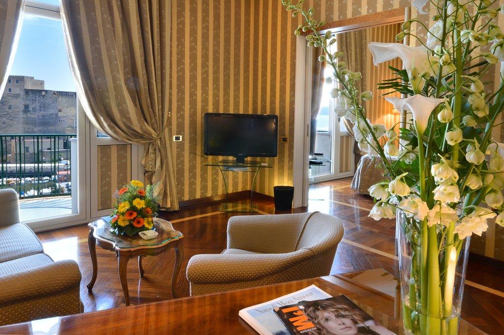 Grand Hotel Vesuvio-Deluxe Seaview Junior Suite<br/>Image from Leonardo