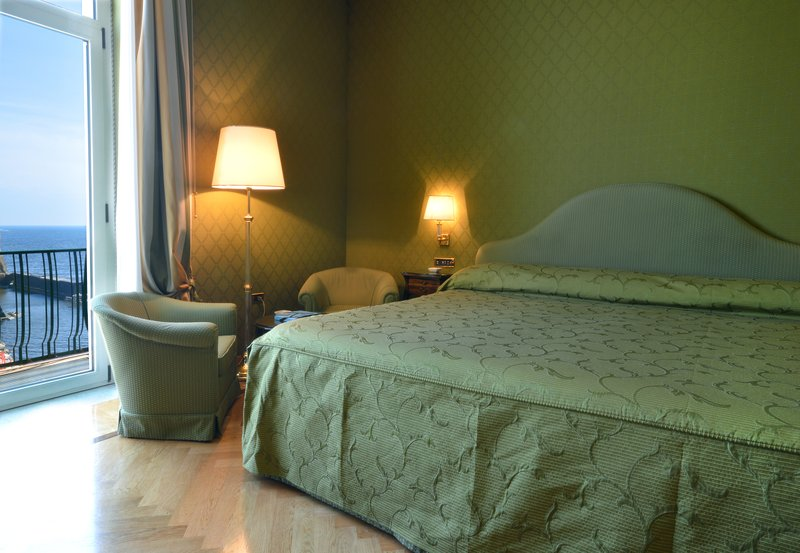 Grand Hotel Vesuvio Naples-Deluxe Bedroom Suite <br/>Image from Leonardo
