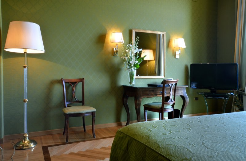 Grand Hotel Vesuvio Naples-Deluxe Bedroom Suite<br/>Image from Leonardo
