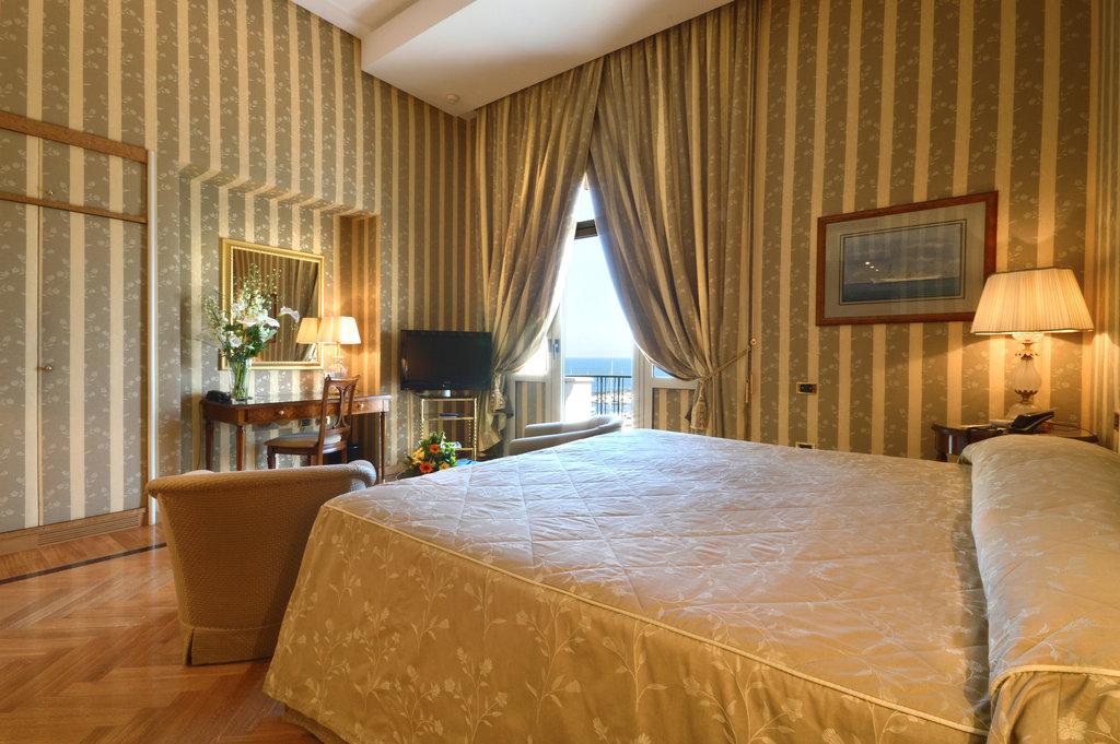 Grand Hotel Vesuvio-Deluxe Seaview King Bedroom<br/>Image from Leonardo