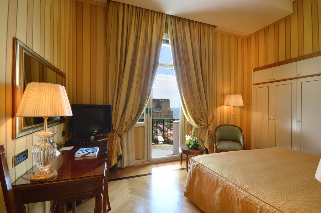Grand Hotel Vesuvio-Deluxe Seaview Queen Bedroom<br/>Image from Leonardo