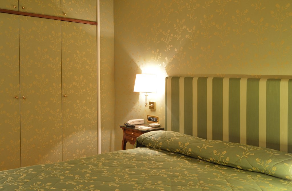 Grand Hotel Vesuvio-Superior Queen Bedroom <br/>Image from Leonardo