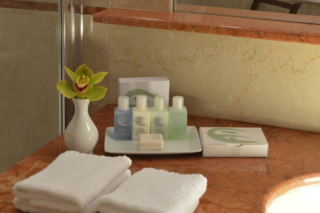 Grand Hotel Vesuvio-Bathroom <br/>Image from Leonardo