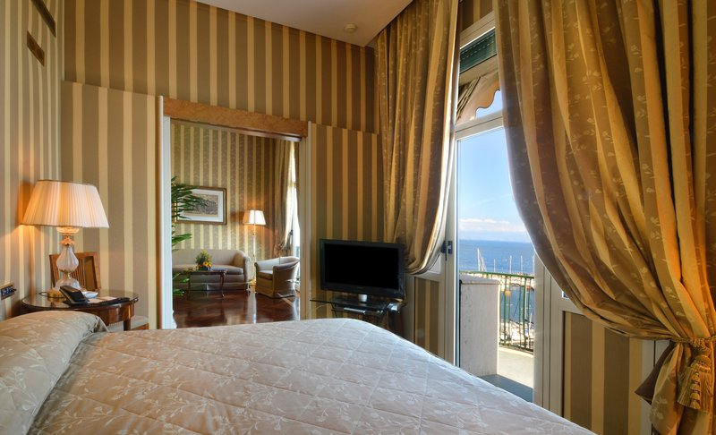 Grand Hotel Vesuvio Naples-Deluxe Junior Suite Bedroom<br/>Image from Leonardo