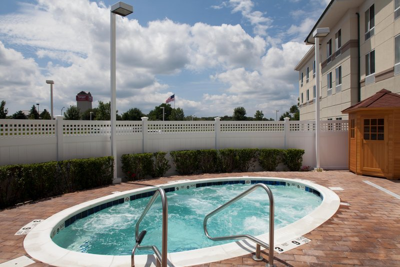 Hilton Garden Inn Riverhead-Whirlpool<br/>Image from Leonardo