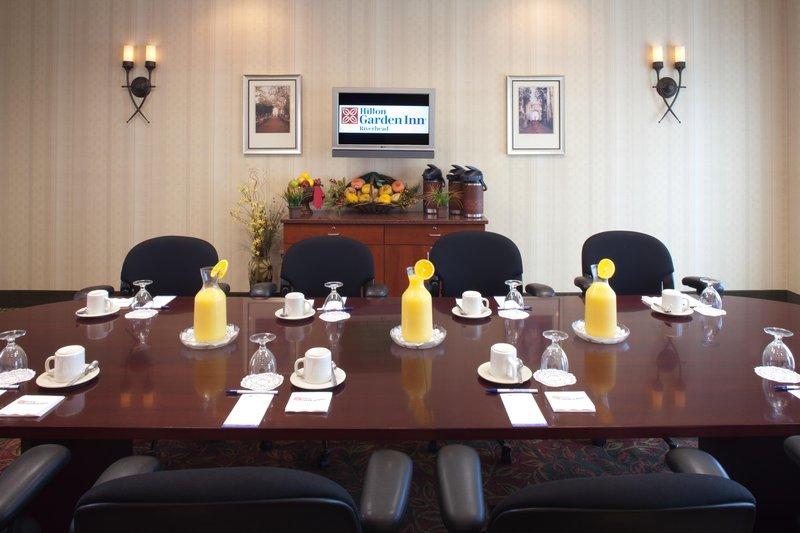 Hilton Garden Inn Riverhead-Boardroom<br/>Image from Leonardo
